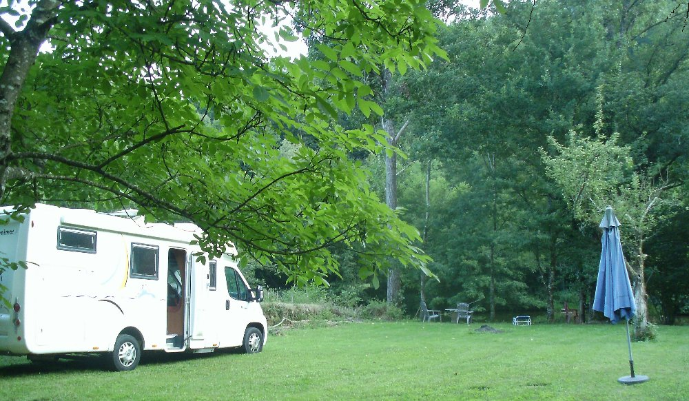 Aire camping-car à Crespin (12800) - Photo 1